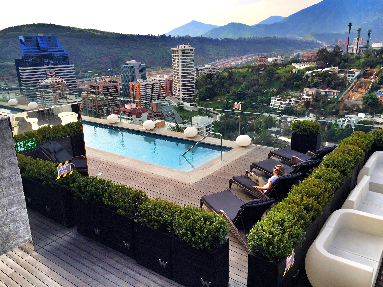 Rooftops bars imperd veis w santiago e noi vitacura for Piscina hotel w santiago